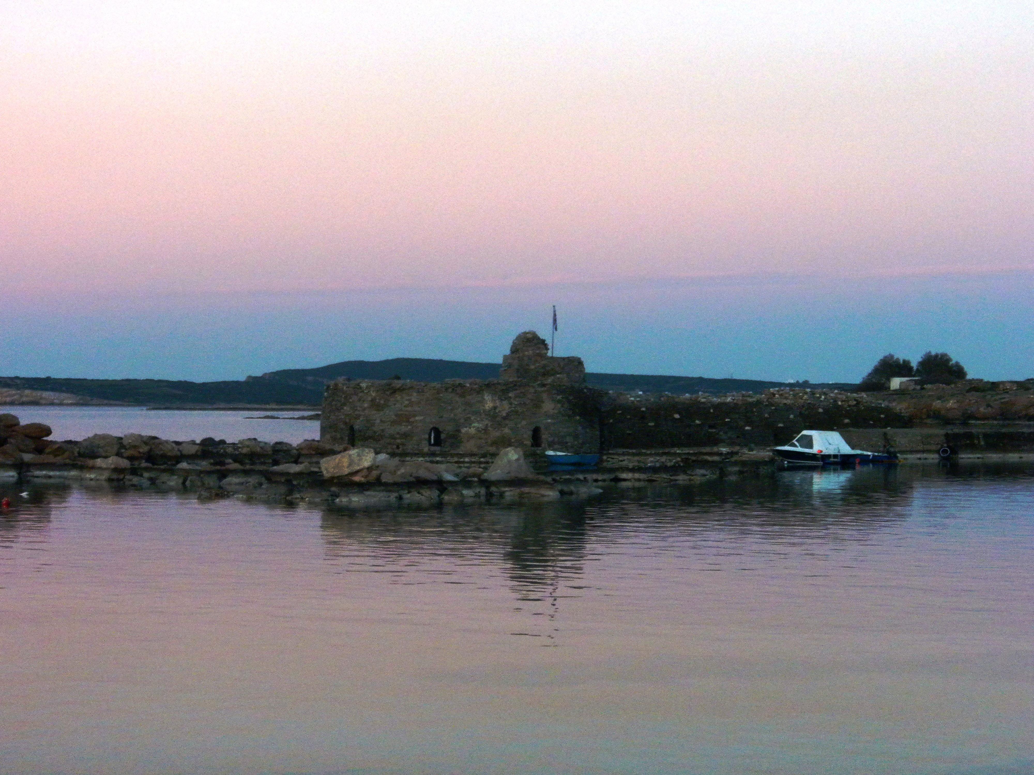 Les_ruines_de_la_citadelle_vénitienne_du_15ème_siecle_à_Naoussa