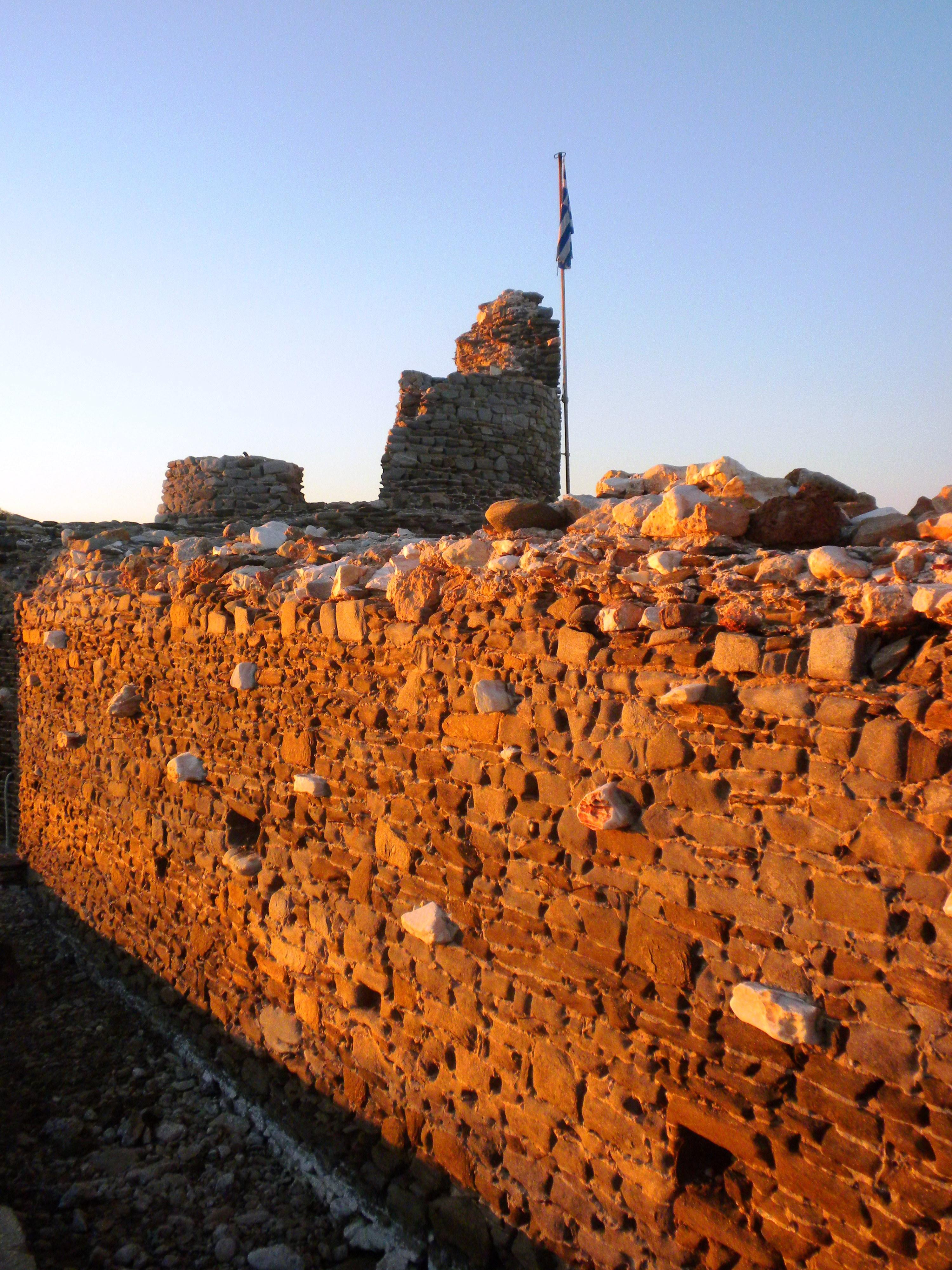 Ruines de  la citadelle venitienne du 15ème siecle à Naoussa - Αντίγραφο