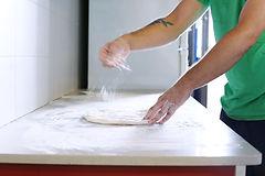 Fabricación de la pizza hecha en casa