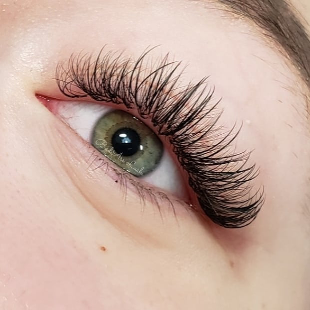 Hybrid lashes are a blend between classi