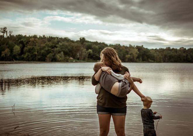 moody motherhood portrait photography | elkhorn, wi