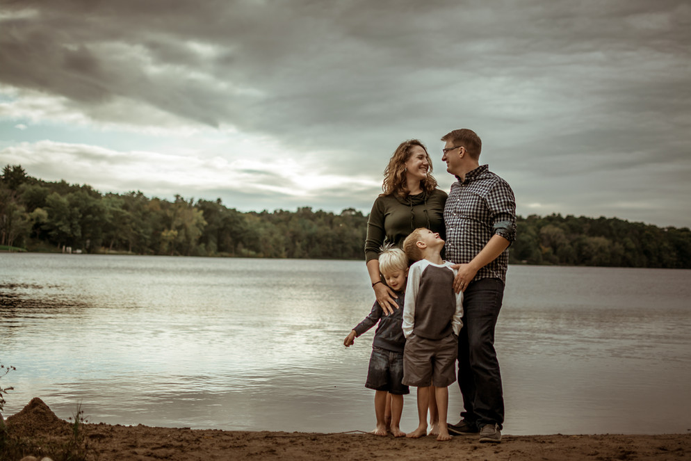 family photography session by the lake | elkhorn, wi