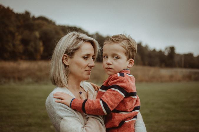 moody motherhood photography | price park, elkhorn, wi
