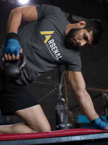 tee-mockup-of-a-muscular-man-training-at