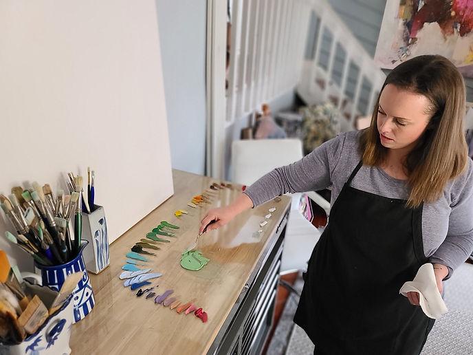 artist-kate-stewart-in-the-studio