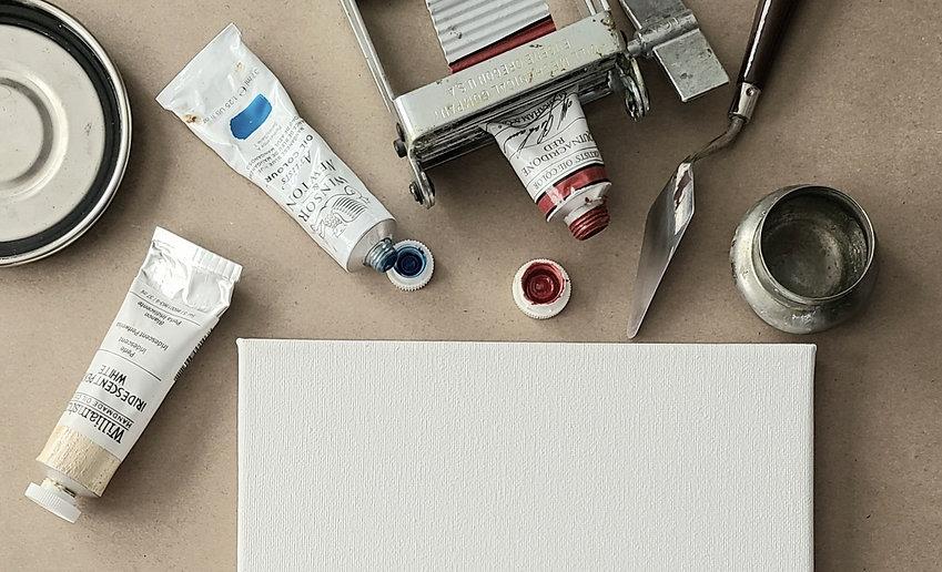 paint-tubes-in-the-artist-studio