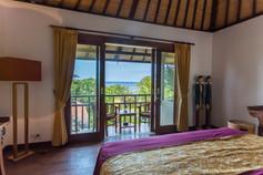 la chambre pricipale avec balcon