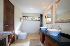 Bathroom Mainbuilding