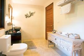 Bathroom Guesthouse 1