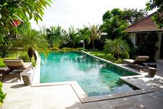Pool mit Gästehaus 1