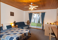 Chambre avec lit queen et sofa lit
