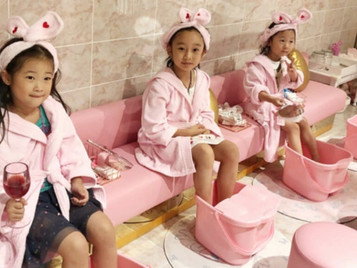 "Princess Syndrome Candidates? Shanghai Kid's Spa ""Twinkle"" Turns Children into Little Stars  This is"