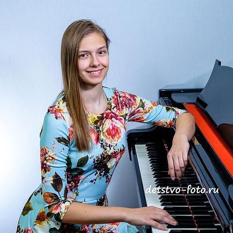 портрет с фортепиано