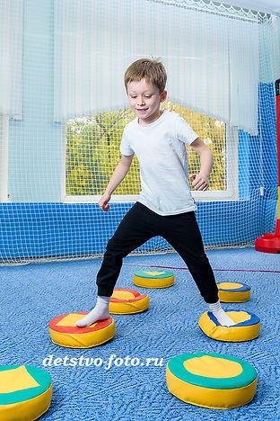 бег с препятствиями в детском саду