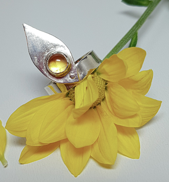 Leaf ring with riveted citrine