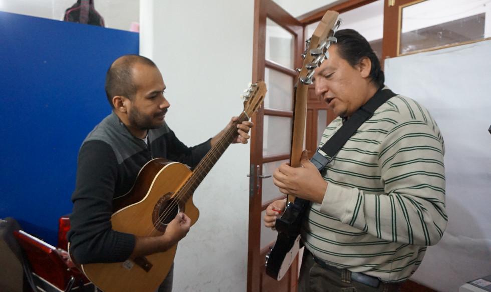 maestros enseñan musica