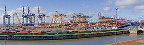container-terminal-3778461_1920.jpg