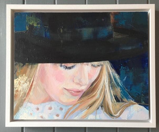 Sophie & black hat