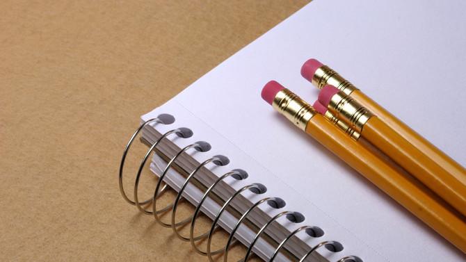 Quem se lembra dos cadernos de perguntas da época da escola?