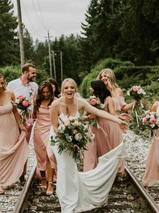 PAIGE & LUKE, 2018 PHOTOGRAPHY: MICHELLE KARST BRIDE AND BRIDESMAIDS MAKEUP: KSENIA
