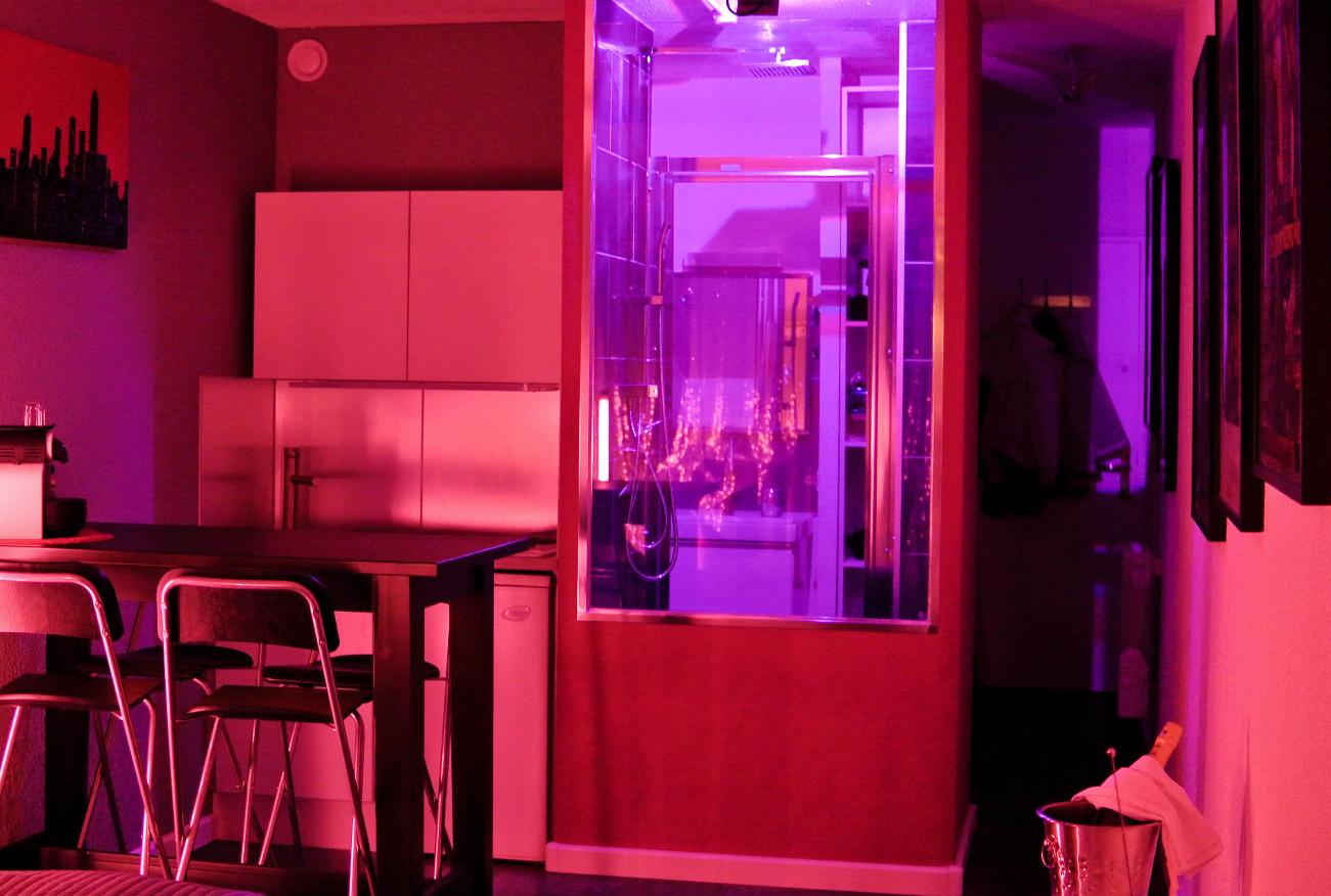 La douche du Studio le Pink-Exhib Cap d'Agde Naturiste