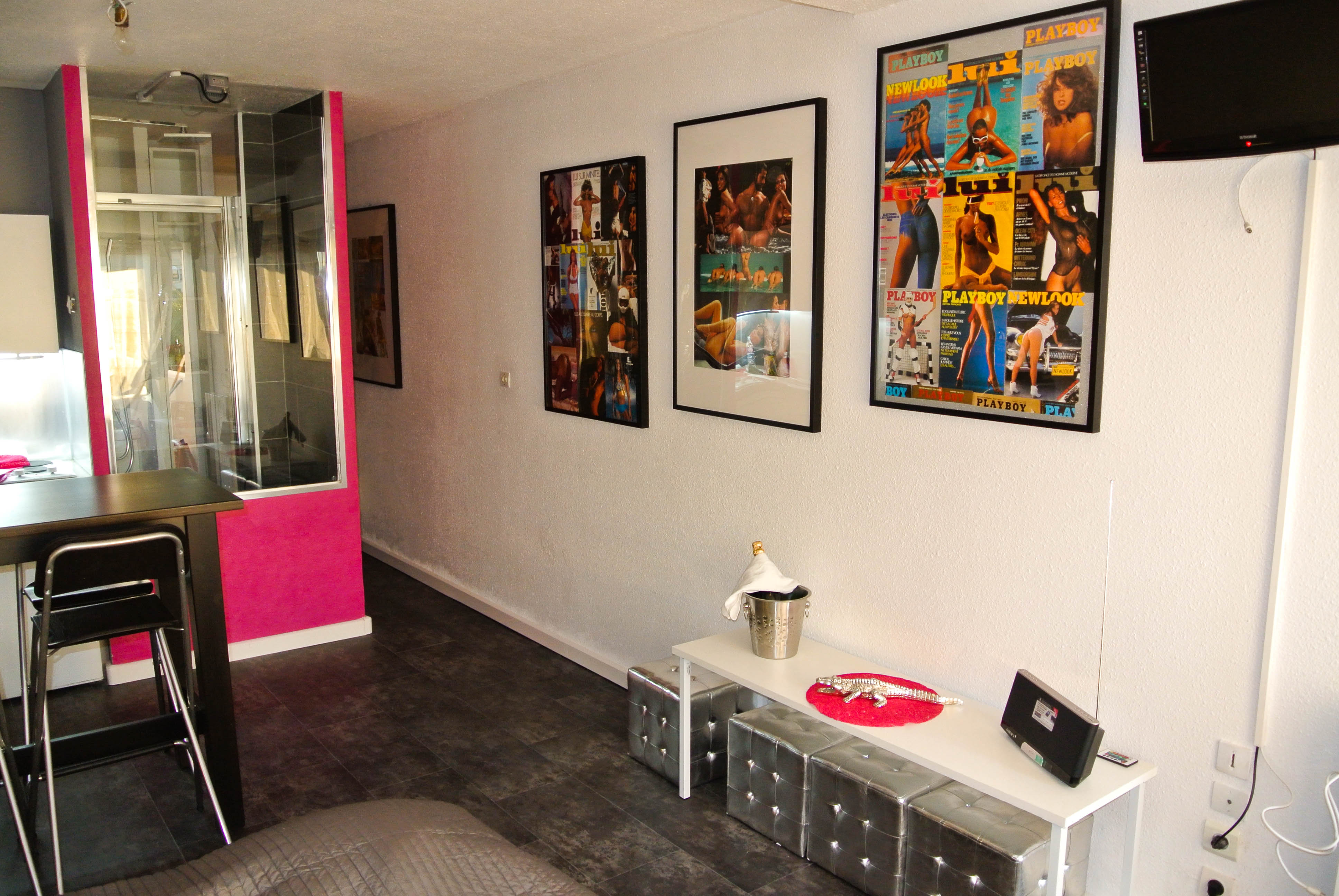 Déco Erotico-Chic studio Pink-Exhib Port-Nature Village Naturiste et Libertin Cap d'Agde
