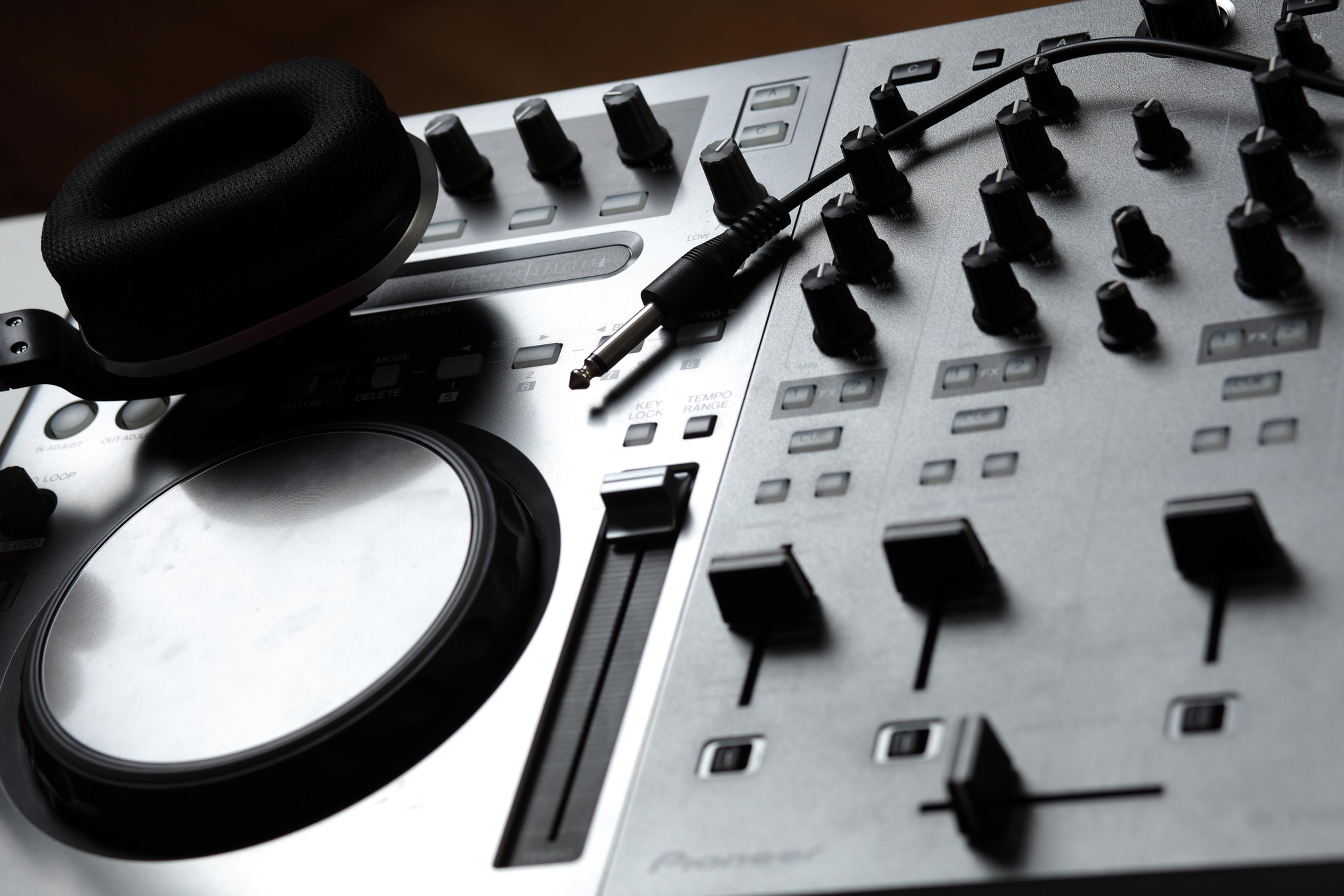 DJ + MC Deluxe Package