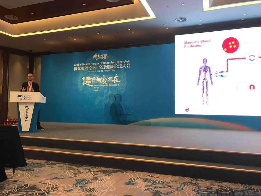 Hemotune CEO Lukas Langenegger giving a talk on hemotune's magnetic blood purification system.