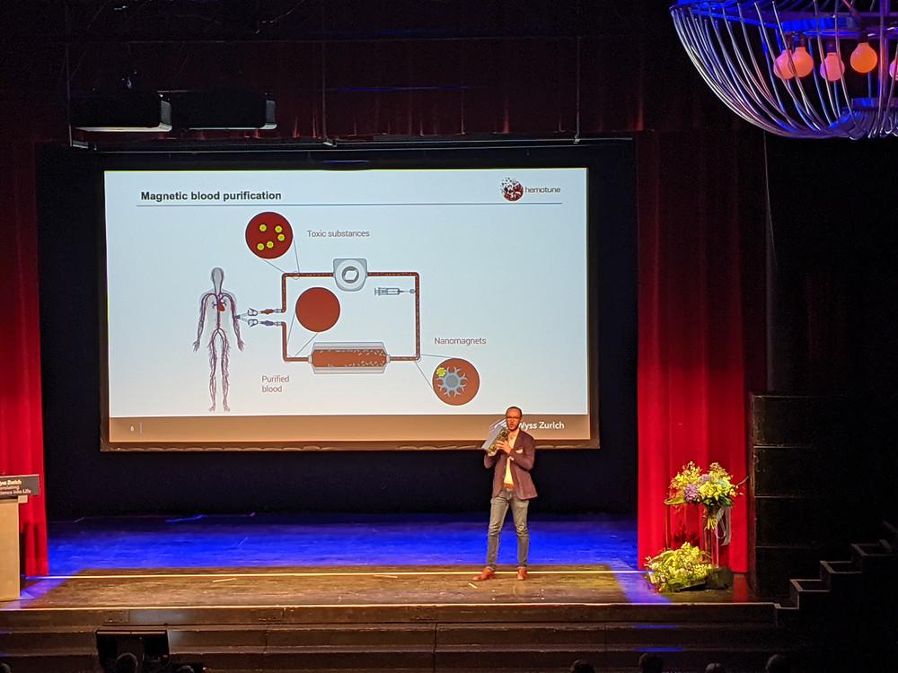 Hemotune's CEO Lukas Langenegger with hemotune's original prototype device.
