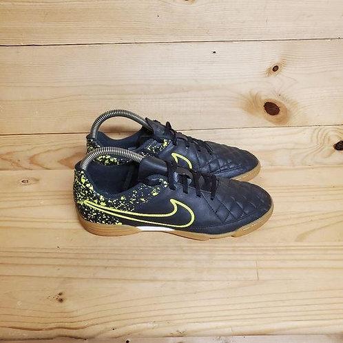 Nike Jr. Tiempo Rio II IC Kids Size 6