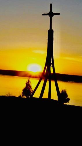 coucher-du-soleil-et-croix---verger-en-i