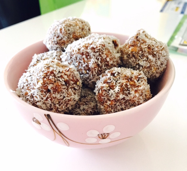 Date & Cacao Coconut Balls
