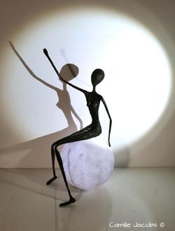 personnage papier patine bronze lune