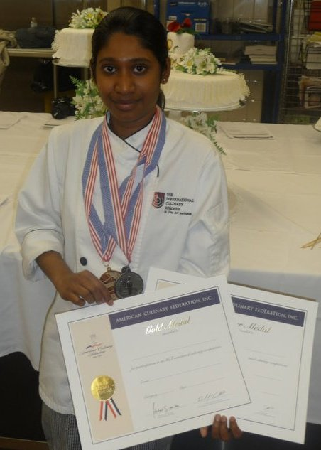 Dinusha won the Gold medal in Wedding Cakes category and Silver medal in Anniversary Cakes category