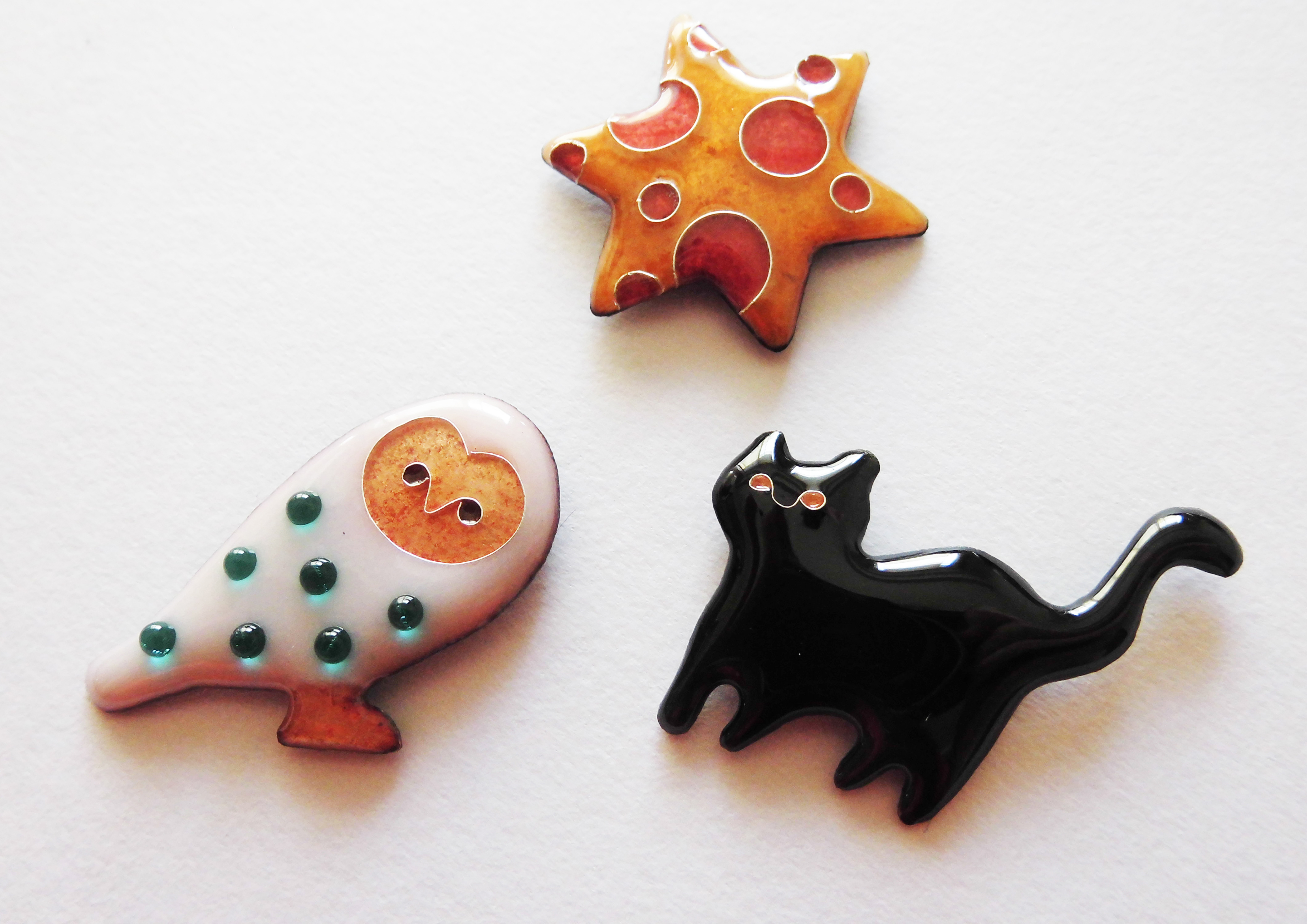 Brooch pins