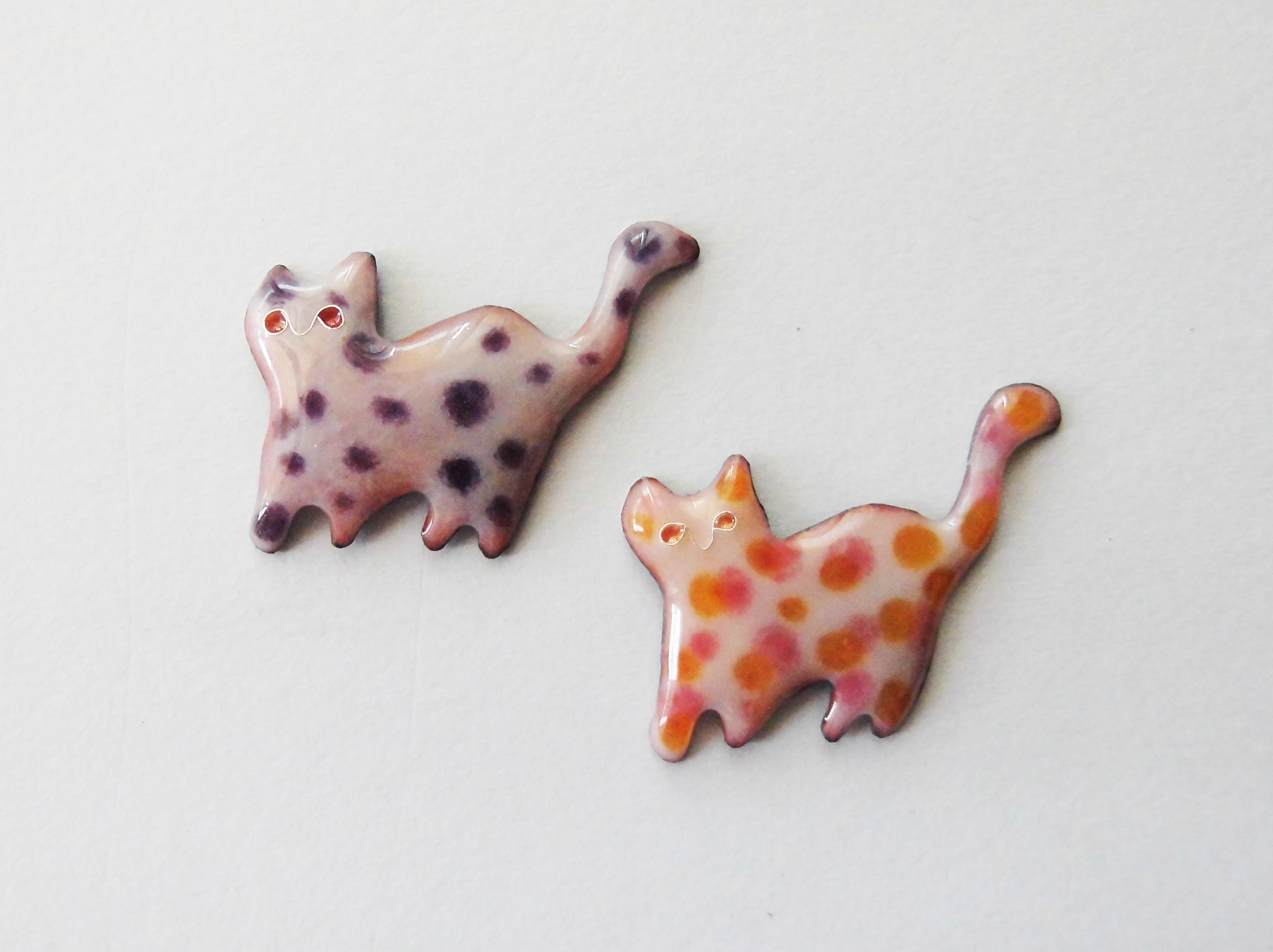 Colorful cat brooch pins