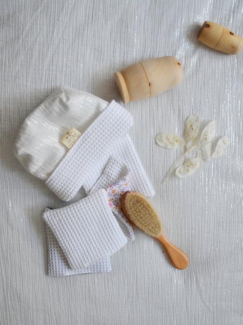 Panier rangement blanc et ses lingettes