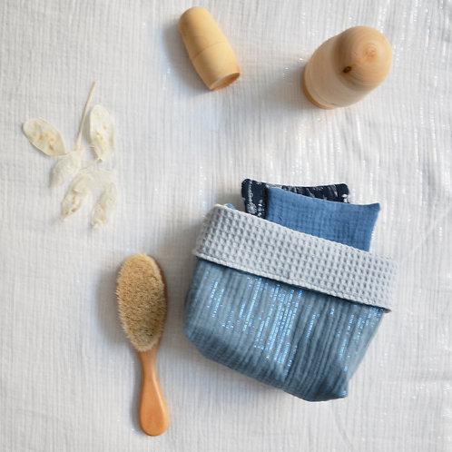 Panier rangement bleu azur et ses lingettes