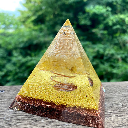 オルゴナイト ピラミッド黄金