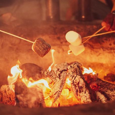 Jeux pour occuper les enfants autour d'un feu de camp
