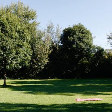 """Liegewiese unseres Sommerbads """"Spucki"""" Liegeplätze für bis zu 3000 Besucher. Foto: Peter Lorenz"""