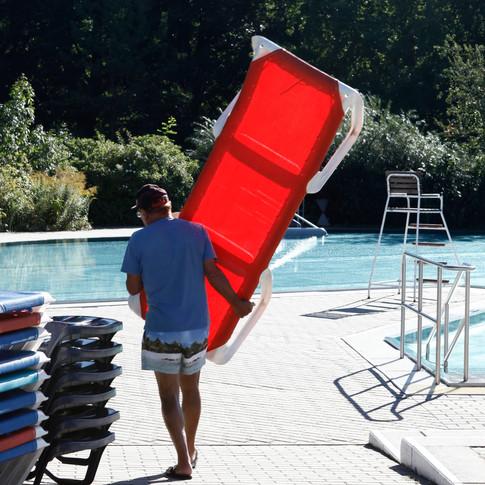 """Im Sommerbad können Sonnenliegen gemietet werden. Unser Sommerbad bekannt auch als """"Spucki"""". Foto: Peter Lorenz"""
