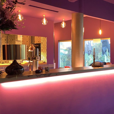 Violet Bar & open kitchen