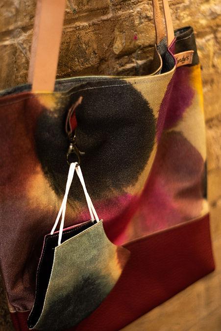 Bolsos artesanales hechos a base de telas exclusivas de venta en Madrid