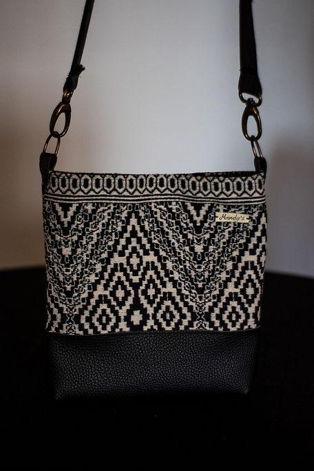 Bolsos de mujer hecho de tela en blanco y negro entrega en Madrid