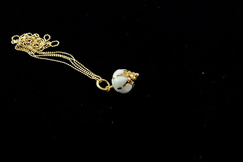 Queens Gold, white gold pendant