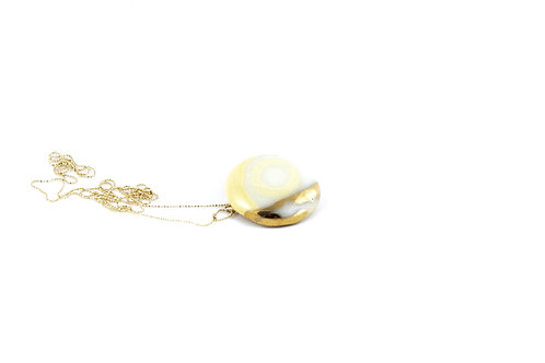 La Traviata Pendant with brooch yellow and gold