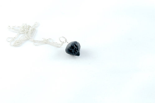 Queens Silver, black pendant