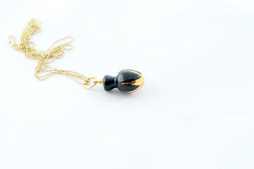 Queens Gold, black gold pendant