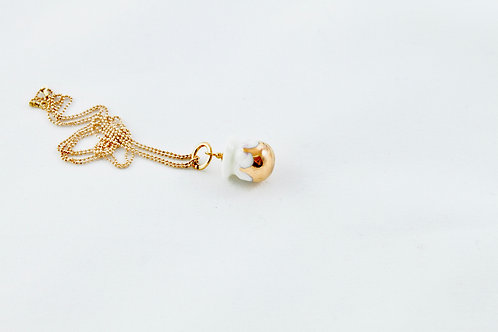 Queens Gold, white gold Bud pendant